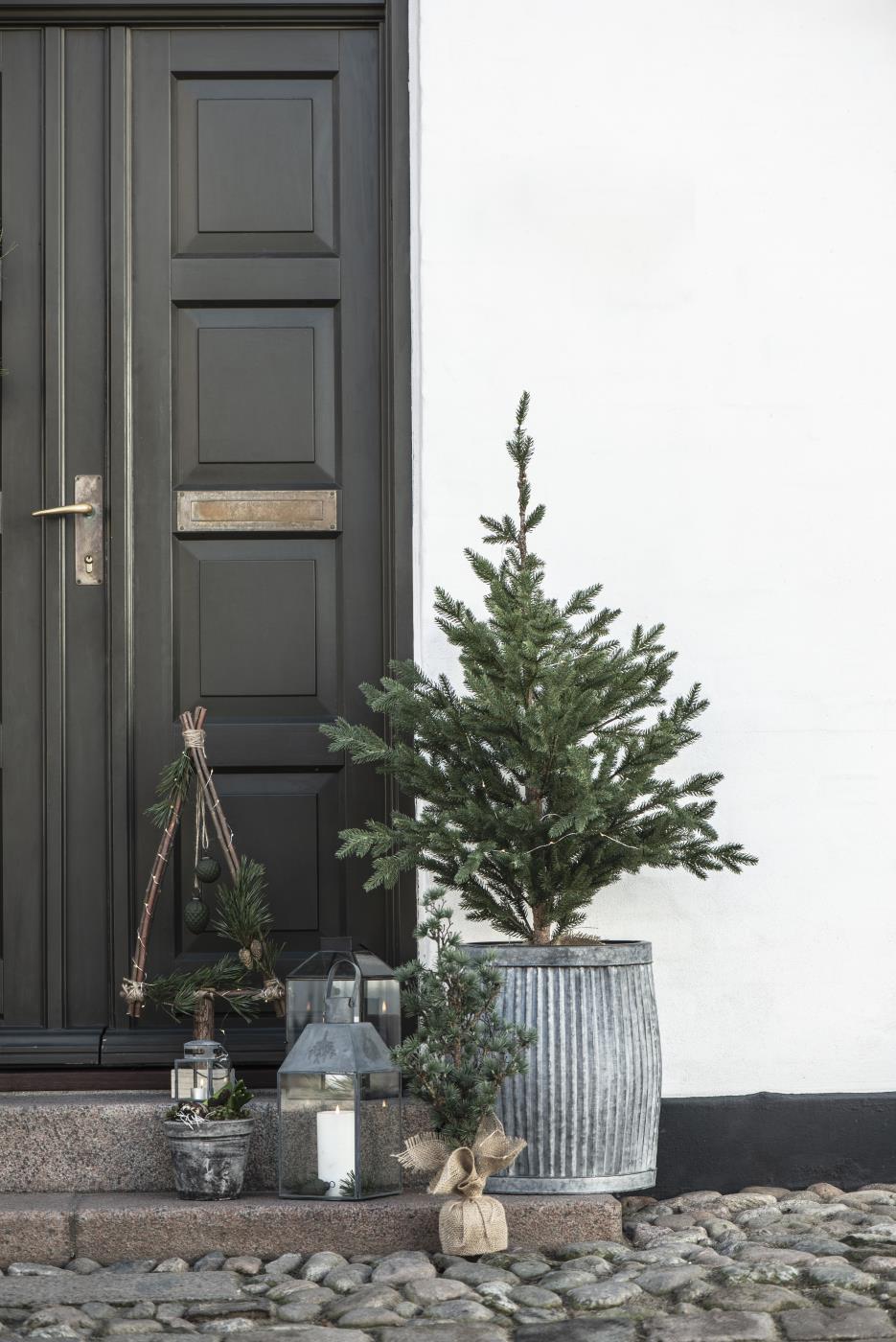 Kunstpflanzen, Tannenbäume und Kränze für Weihnachten, Bild 1