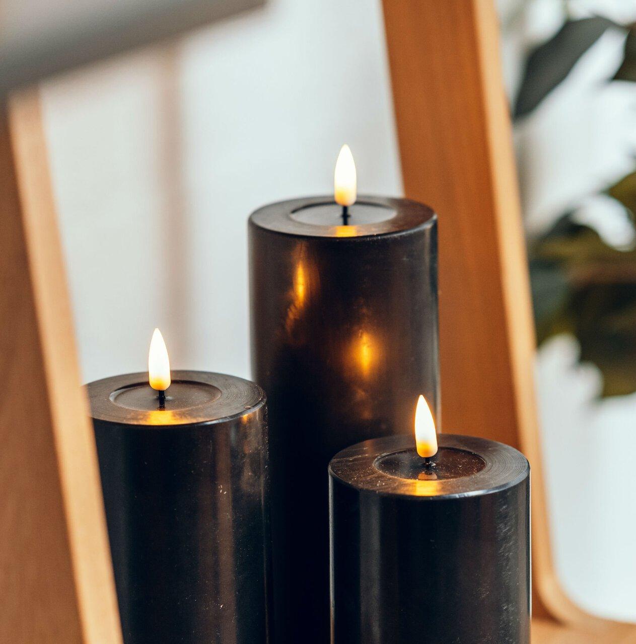Deluxe Homeart LED Stumpenkerze Real Flame schwarz
