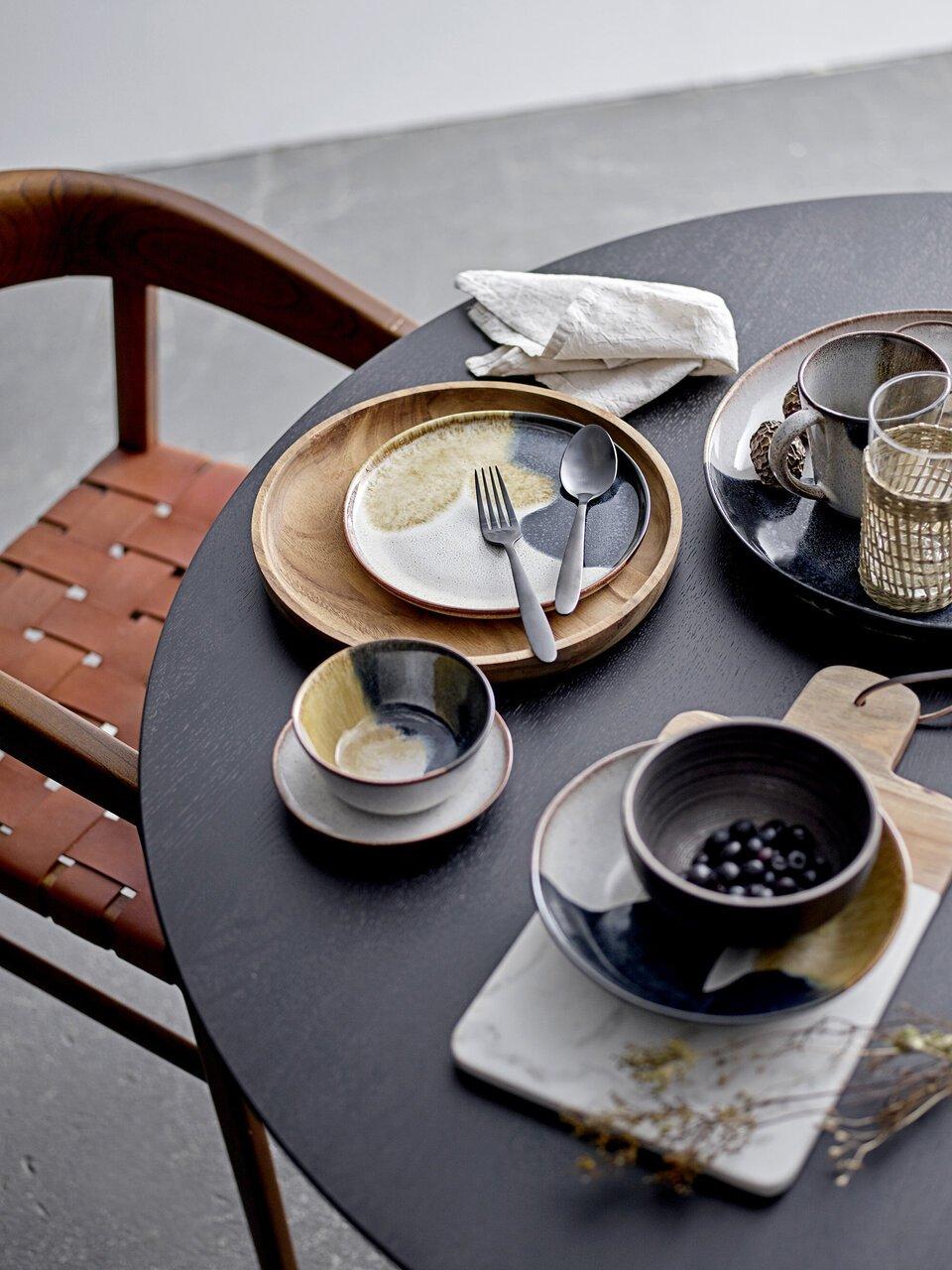 Schön gedeckt für Kaffee und Kuchen