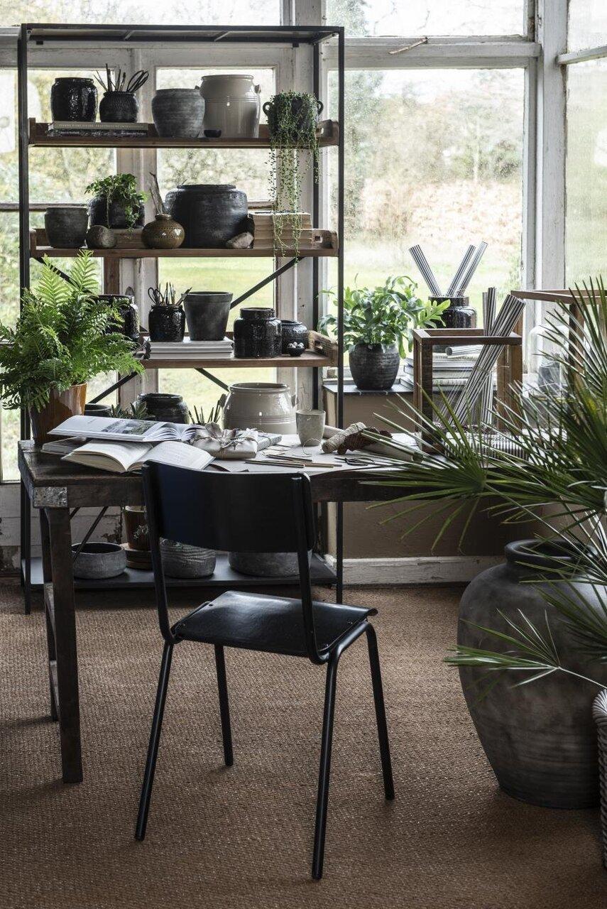 Impressionen zu Ib Laursen Stuhl aus Holz und Metall, Bild 1